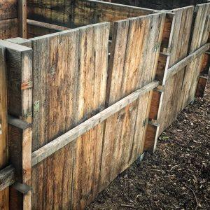 Ausreichend Kompost sorgt für weniger Gartenprobleme.